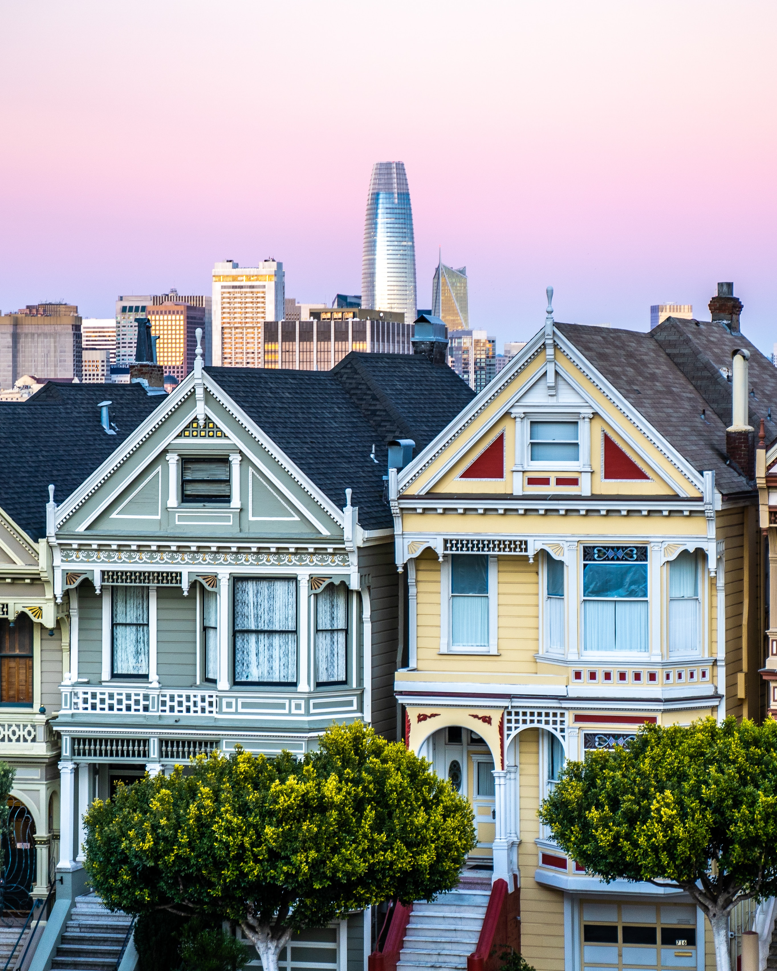 Buying vs renting a house? There are pros and cons for each real estate side. One thing to consider when deciding if you should buy or rent is if you have a substantial down payment. Learn more about this and the 10 questions to ask yourself to help you decide whether to rent or buy a house. #renting #buyingahouse
