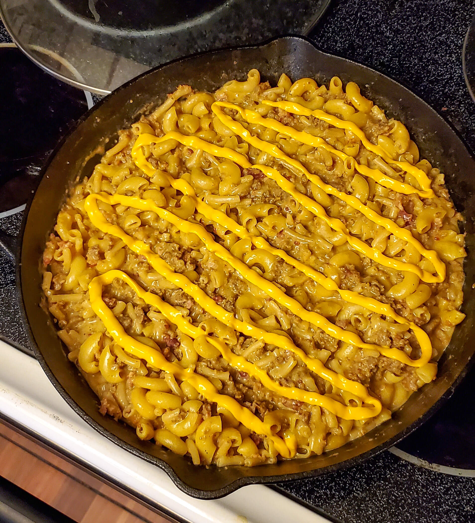 This almost homemade hamburger helper is an easy dinner to make that the whole family will enjoy. It's simple enough to make when you have the ingredients on hand and will definitely satisfy a cheesy craving. Click to see the full recipe. #hamburgerhelper #groundbeefrecipe #cheesymac #macandcheese