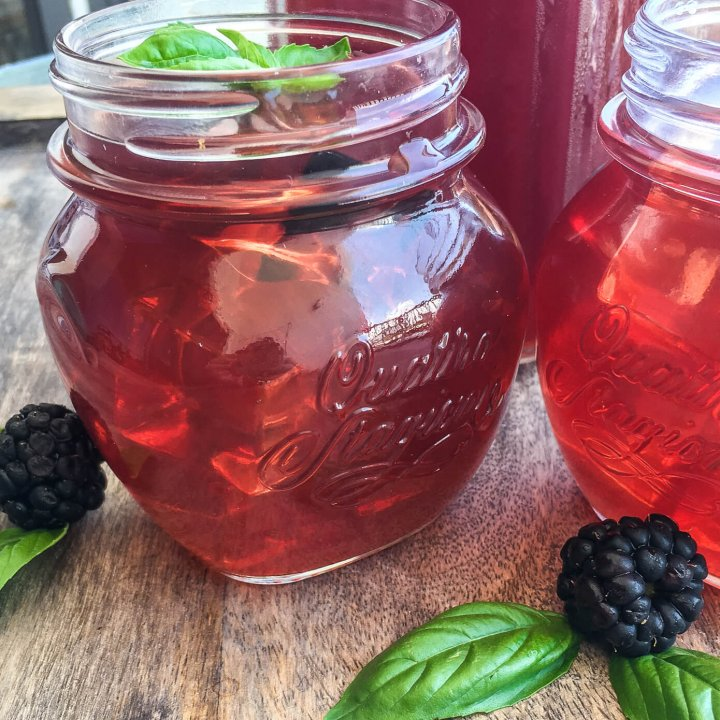 Instant Pot Blackberry Iced Tea is refreshing and so simple to make. Pressure cooker iced tea is not bitter, and you can make it as strong as you like using black tea of your favorite blend. #instantpoticedtea #pressurecookericedtea #icedtea #blackberrytea #unsweetenedtea