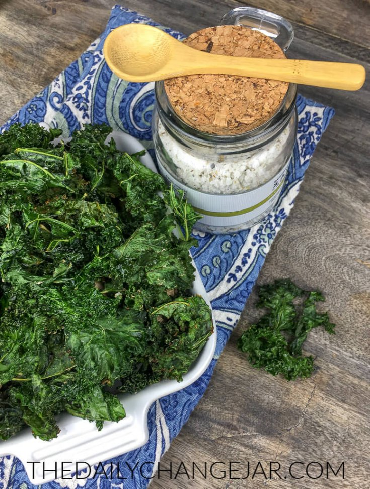 f you're looking for a healthy and satisfying alternative to fried potato chips, you are in the right place! These crispy kale chips are super easy to make, and you can eat them without guilt!