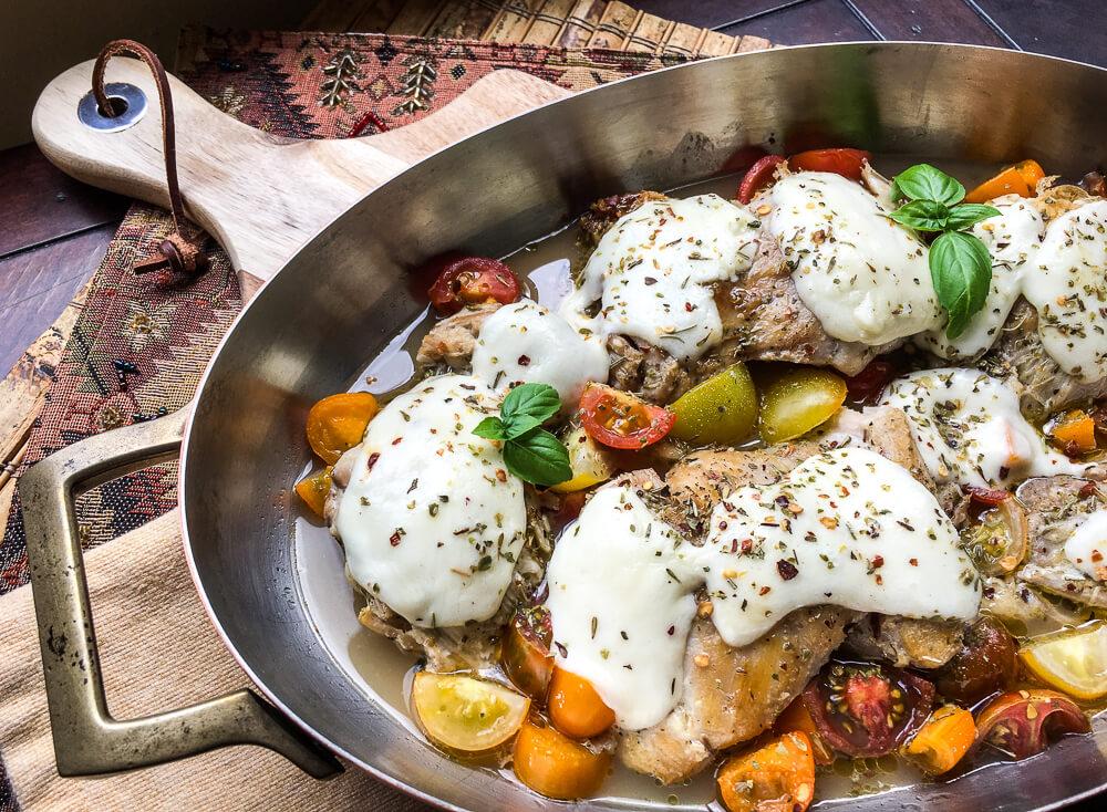 One-Skillet Mozzarella Chicken Thighs